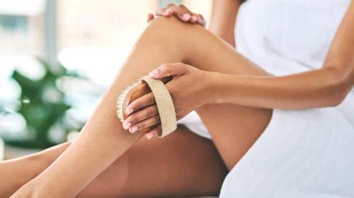 Cuáles son los beneficios y cómo usar los exfoliantes corporales