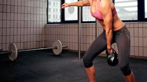 Entrenar con pesas libres es genial y eficiente