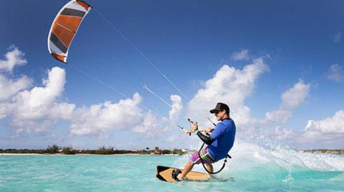 Diviértete y ponte en forma con el kitesurf